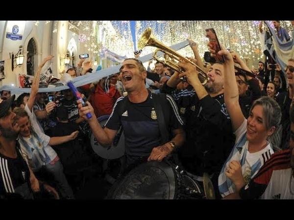 El aguante de hinchas argentinos en el banderazo. Russia 2018