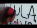 Manifestantes pró-Lula pixam ônibus, depredam e fazem arruaça na Rua