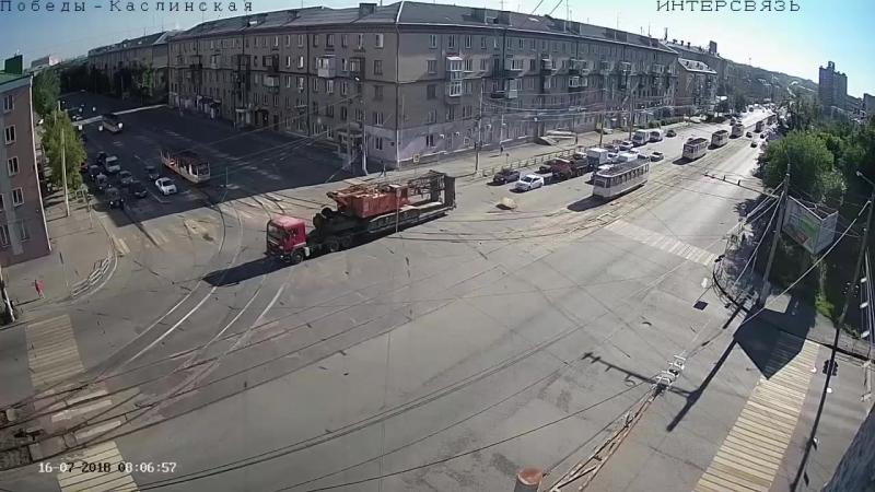 Обрыв трамвайных проводов в час-пик