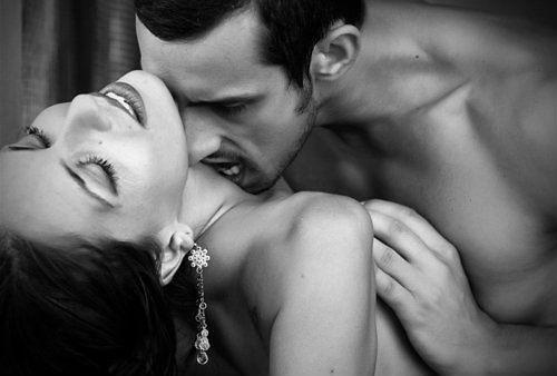 Парень целует соски девушке фото архив — pic 5