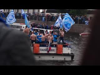 «зенит» провёл чемпионский парад в санкт-петербурге на корабле и автобусе
