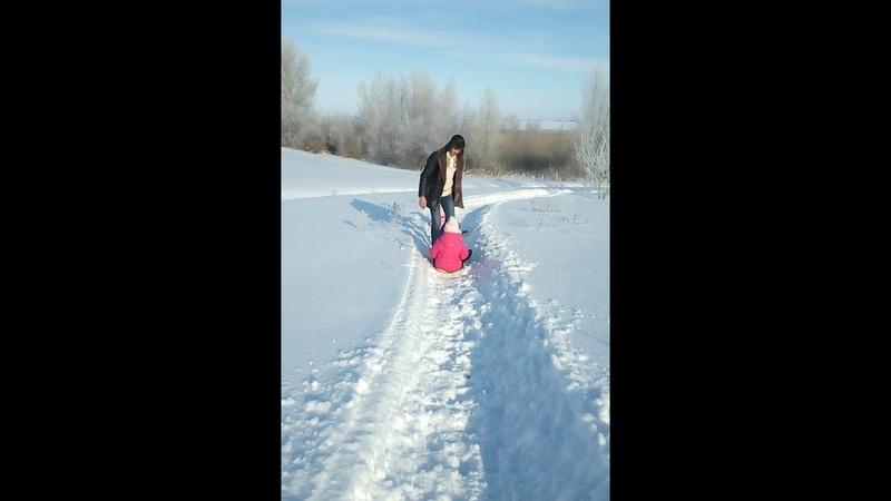 Пешком дошли до утеса степана Разина гуляя по Рождественскому лесу Дворянкина с детьми
