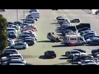 Вчерашний перевёртыш на парковке Меганома
