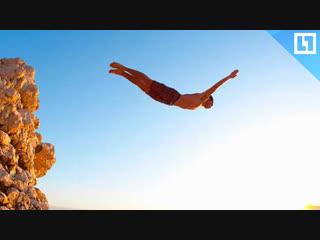 Прыгнул в море с огромной высоты