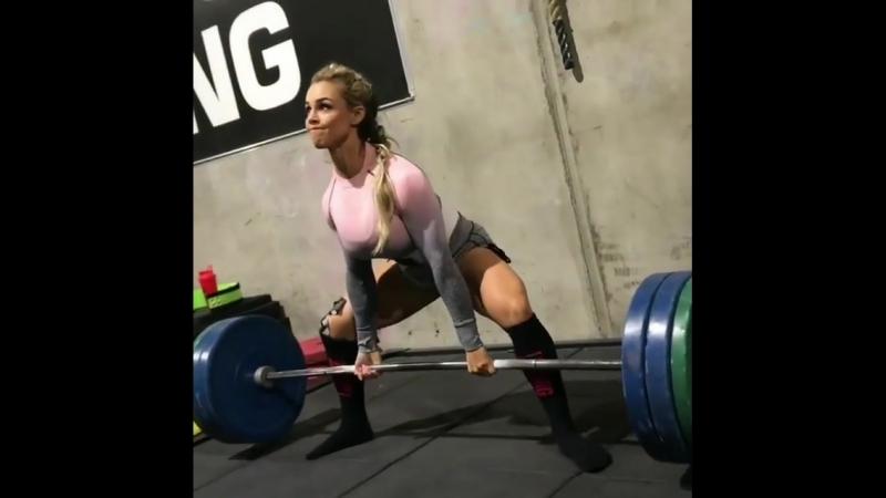 Стефани Санзо - тяга 125 кг на 8