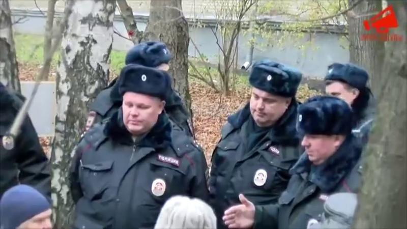 Задержание Сергея Митрохина за распитие кофе во дворе Ивана Франко 20 в Москве