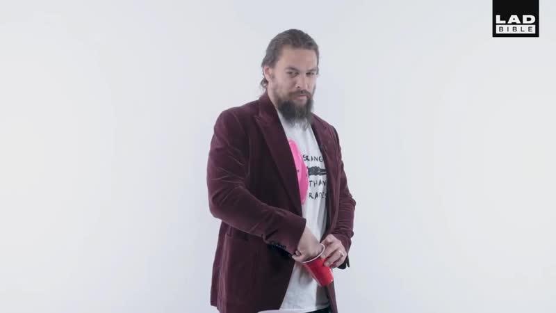 ДЖЕЙСОН МОМОА играет в БИРПОНГ и отвечает на вопросы