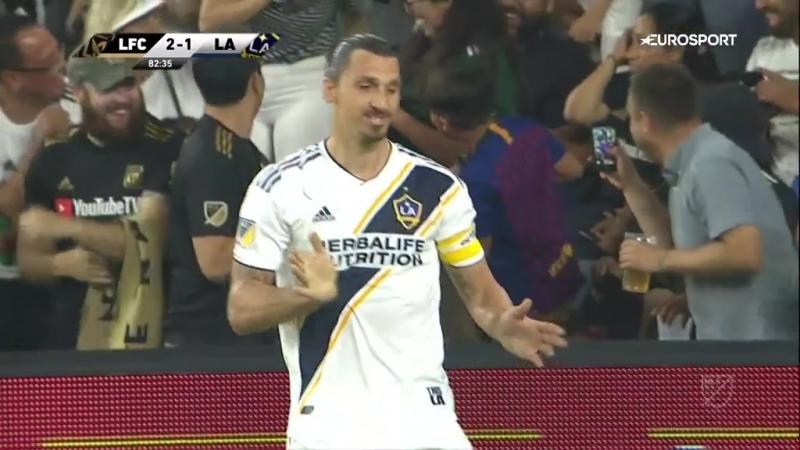 Златан идеально вывел партнера на гол, но рука потянулась к лицу, когда тот не забил