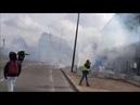 Sébastien Maillet sort d'un nuage de lacrymo, la main déchiquetée par une grenade