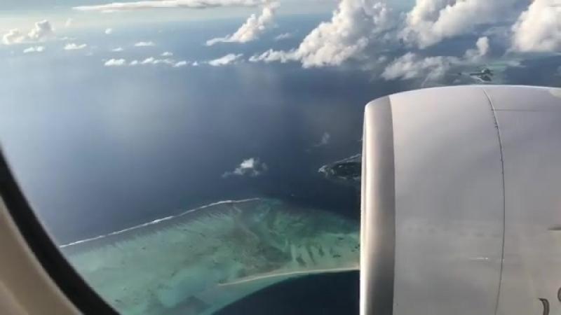 Подлетаем к Мале, сказочные острова под нами🌴
