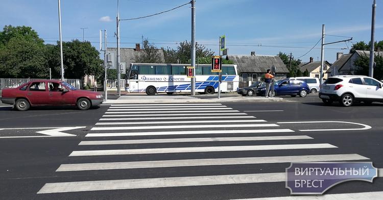 На Зелёной (остановка) включили новый светофор (с кнопкой), и перенесли ОПдОТ
