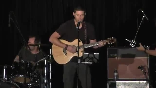 Jensen Ackles sings Lynyrd Skynyrd's Simple Man at Supernatural VanCon 2015