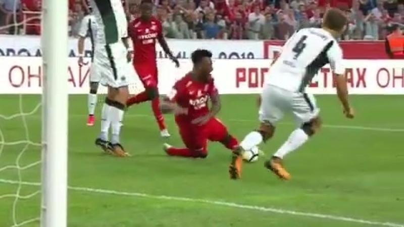 Удаление за удар головой в челюсть защитнику Самюэлю Жиго