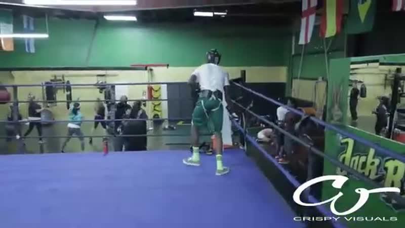 Воспитание, привел сына в зал бокса на спарринг, потому что, на улице издевался над младшими