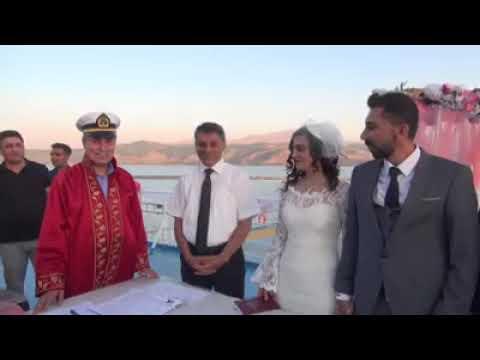 Van gölü üzerinde yapılan nikah töreni
