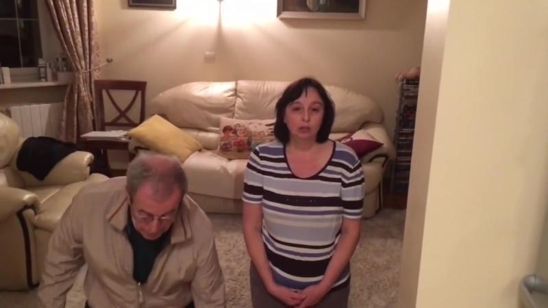 Поставил родителей на колени