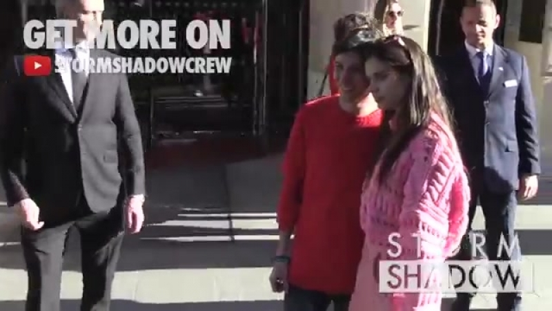 EXCLUSIVE - Sara Sampaio posing with fans at her Paris hotel