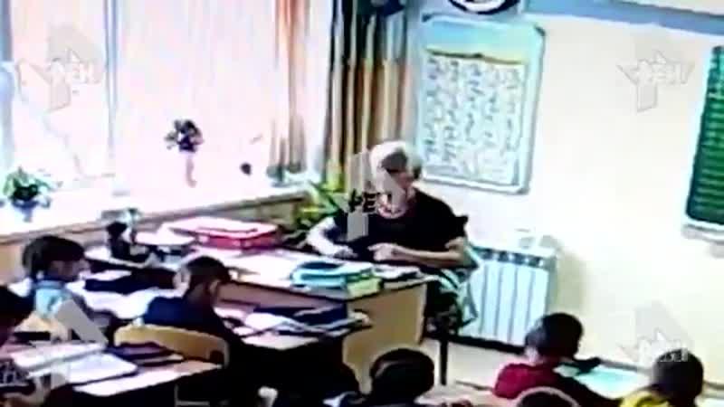 Учитель ударила ученика головой об стол