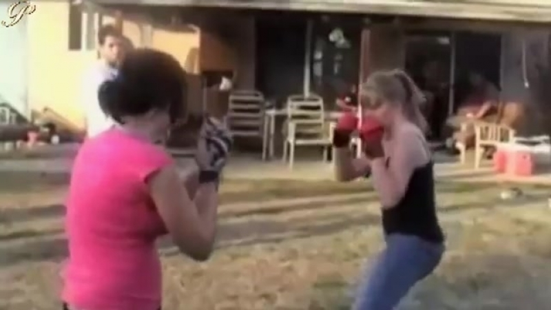 Girls outdoor fistfight