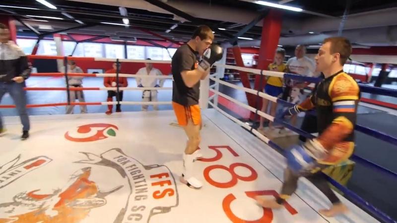 Боевые ботаники Каратэ против муай тай Спарринг Киршев vs Дунец каратист против тайского боксера 1 6
