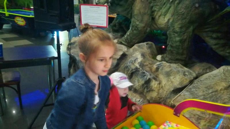 Андрюша и Алиса в Динозаврии.