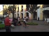 Латинская музыка у гостиного двора