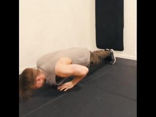 Топ -3 упражнения со своим телом для трицепса