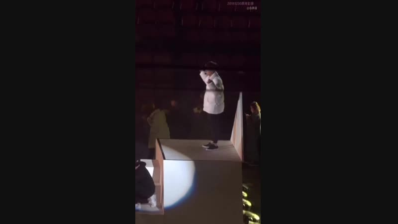 181231 ZHANG YIXING 张艺兴 — fancam rehearsal New Year concert cr. 白两省