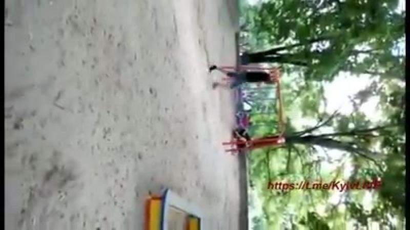 Хуже чем в Сомали - в Киеве банды упоротых наркоманов нападают на детей на игровой площадке