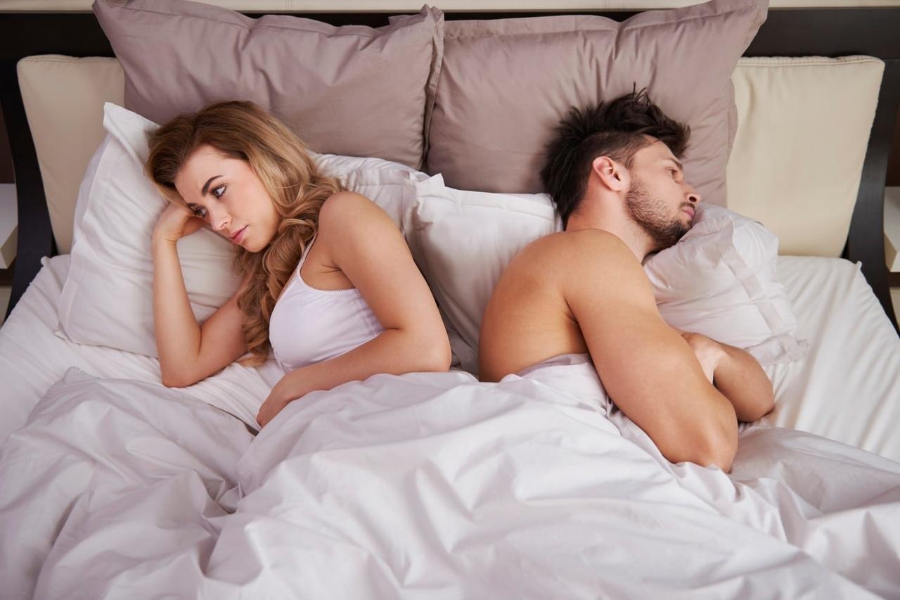 женщина и парень в постели правду, она
