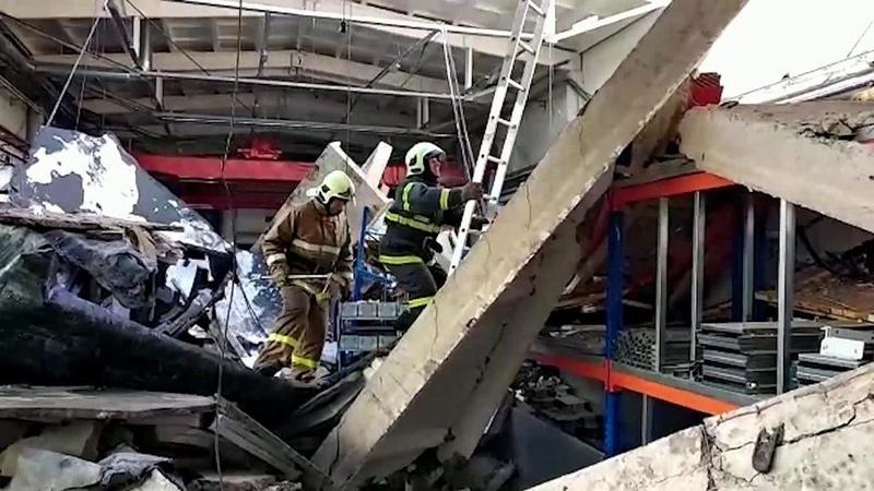 Только квечеру вподмосковном Дзержинском разобрали все завалы назаводе, где рухнула крыша