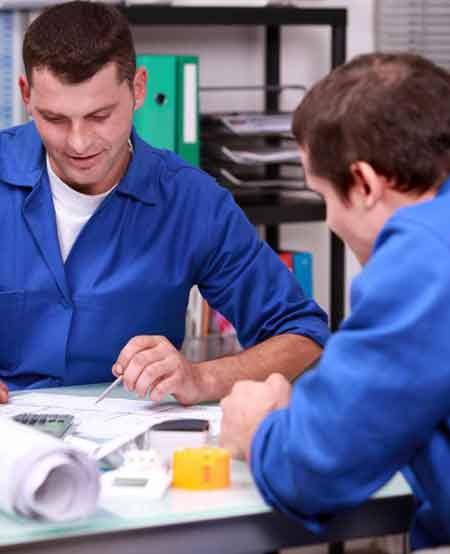 Инженер-теплотехник может разработать способы отвода тепла от механических частей машины
