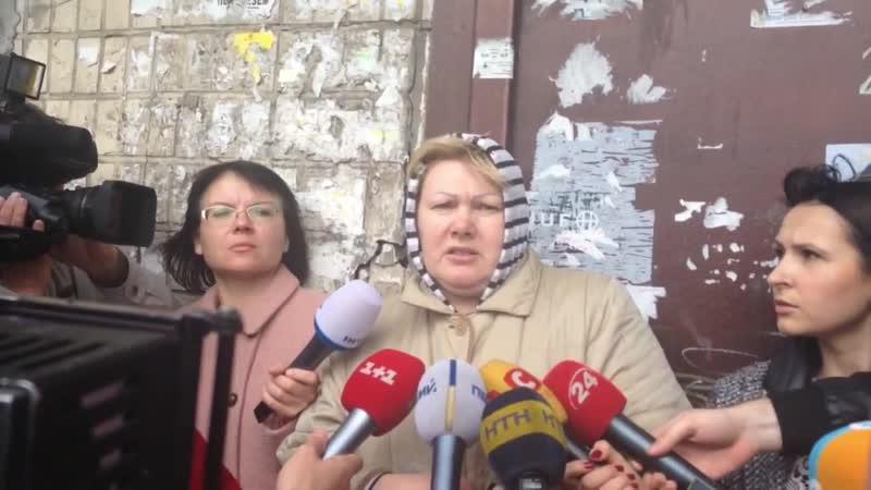 Киев. 16 апреля, 2015. У подъезда дома где был убит Олесь Бузина.