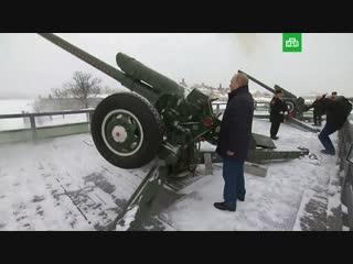 Путин выстрелил из пушки в Петропавловской крепости