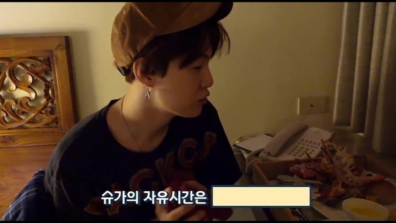 LOOK AT YOONGI EATING LOTS AND THEN HE JUST GIGGLES never squealed so hard in my life