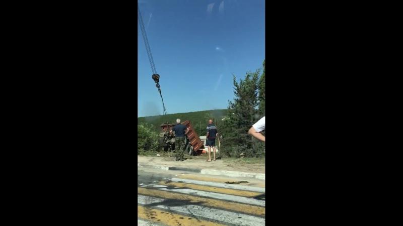 В Севастополе доставали из кювета слетевший с дороги