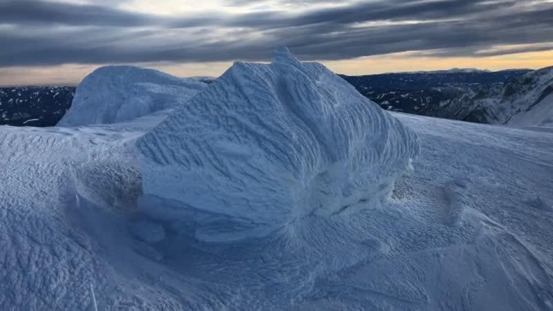 Дом полностью покрытый снегом на горе в Австрии Штирия 17 января 2019