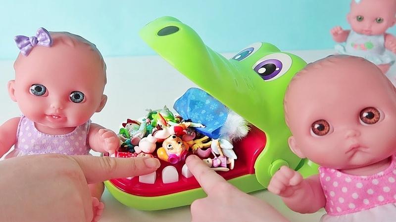 Играем в игру Челендж Крокодил/Открываем Сюрпризы Маша и Медведь/ Зырики ТВ Куклы Пупсики