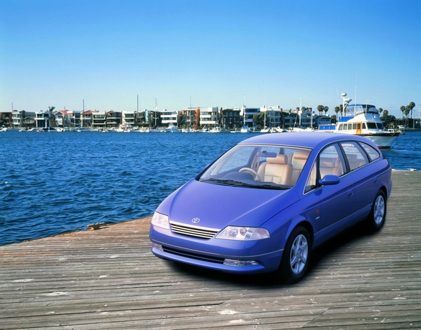 Вехи истории: 1995 Toyota FLV FLV (Future Luxury Vehicle) - концептуальный автомобиль, построенный Toyota. Это было впервые показано на Токийском автосалоне в октябре 1995 года как автомобиль