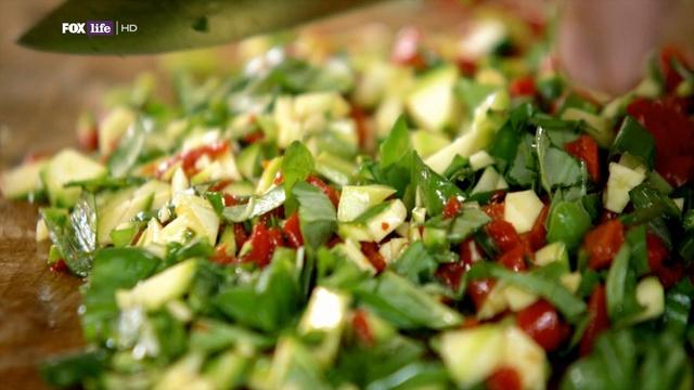 Обеды за 30 минут от Джейми 2 сезон: 11 серия. Салат с уткой / Lunches 30 minutes from Jamie (2011)