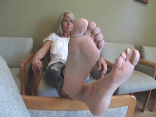 41 year old mature woman candid sexy soles