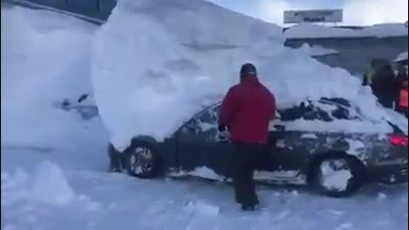 Extraction dune voiture dans la neige en Autriche