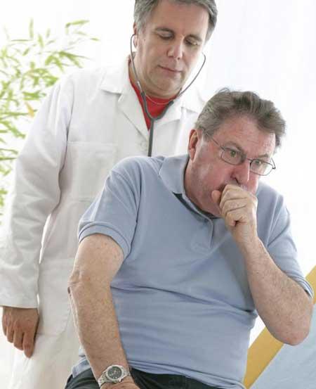 Кашель, одышка и затрудненное дыхание являются наиболее распространенными симптомами рубцевания легких.