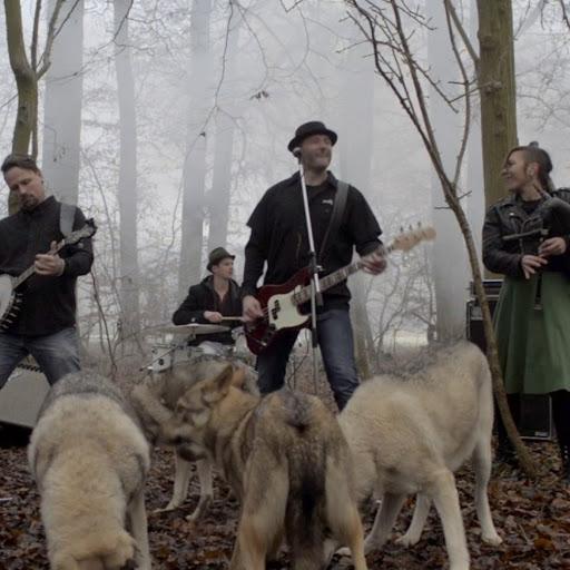 Circle J альбом The Wolves