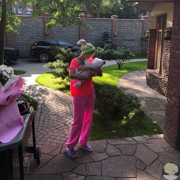 Лера Кудрявцева ответила хейтерам, упрекавшим ее в суррогатном материнстве