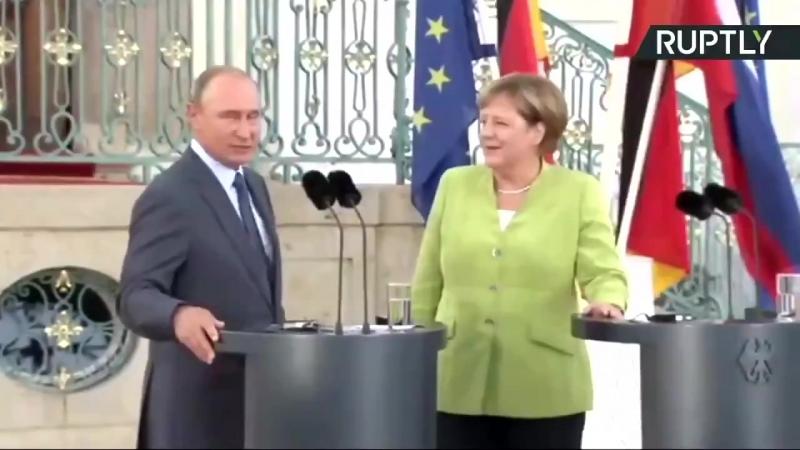 Путин предложил Меркель руку и сердце Она согласилась Соединенные государства Америки обкакались Пожелайте счастья паре и бла