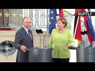 Путин предложил Меркель руку и сердце. Она согласилась. Соединенные государства Америки обкакались. Пожелайте счастья паре и бла