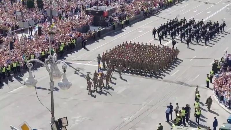 В столиці на параді крокують наші ветерани Оплесками зустрічає їх країна