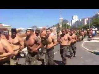 Caminhada em homenagem aos militares que tombaram em combate no Rio de Janeiro, no final ato de apoio à Bolsonaro!! 🇧🇷