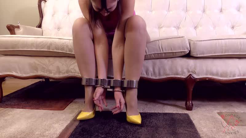 BondageJunkies Rachel vs An Easy Bait